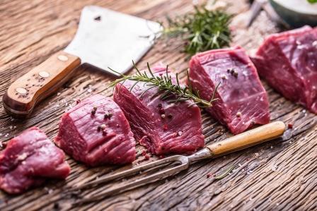 čerstvé naporcované hovädzie mäso - vysoký obsah bielkovín a železa