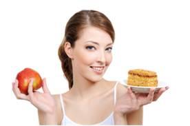 žena drží koláč a jablko - motivácia