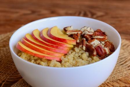 Ovsena kasa Quinoa s jablkami a orechami