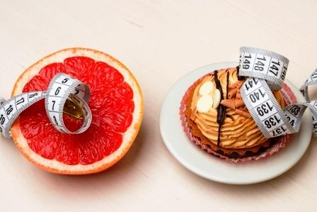 grapefruit a kolac s meracou paskou