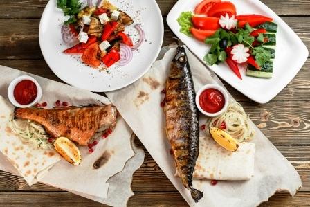 grilovana makrela so zeleninou