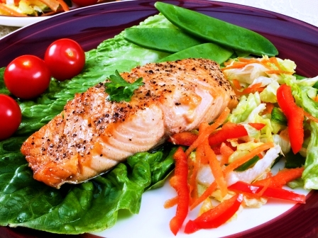 grilovany losos so zeleninou