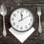 hodiny medzi príborom, pravidelnosť pri chudnutí