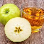 jablkova šťava a jablko