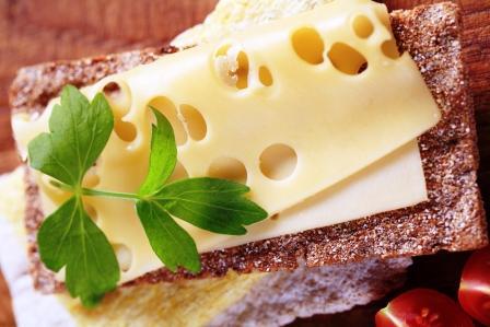 syr s knackebrotom ako súčasť bielkovinovej diéty