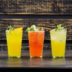 ovocné nápoje v pohároch pitný režim