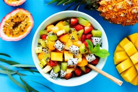ovocny salat z tropickeho ovocia