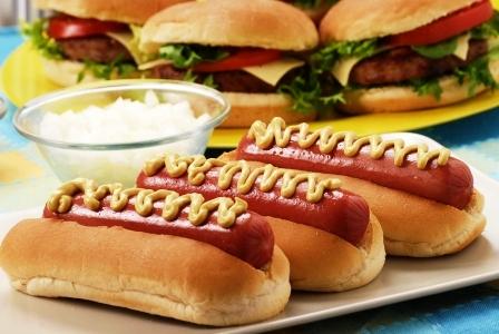 prekyslujuce potraviny hotdogy a hamburgery