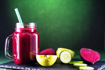 smoothies s cervenej repy, jablka a uhorky