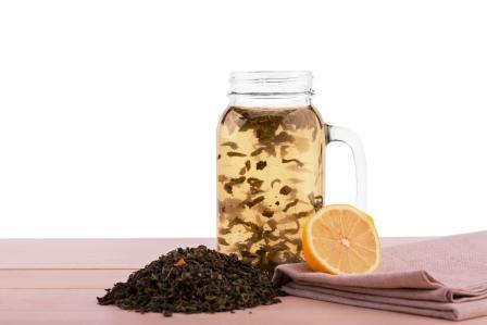teplá voda s klinčekom a citrónom