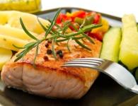 večera - losos so zeleninou a zemiakom