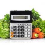 zelenina a kalkulačka na výpočet energetickej hodnoty potravín