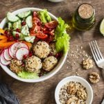 zeleninový šalát - koncept zdravej stravy a olovrantu počas chudnutia